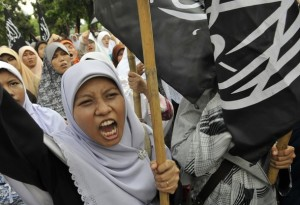 Sunni Muslims declaring their hatred towards Christians and Ahmadiyya Muslims in Indonesia